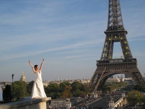 I Embrace  You, Paris