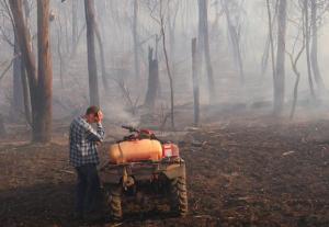Farmer in Bushfire, Victoria, Australia (Sydney Morning Herald)