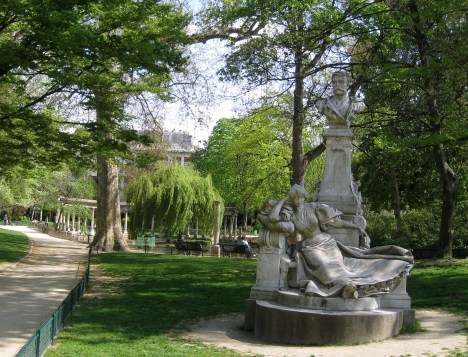 Statue of Guy de Maupassant and Unnamed Woman, Parc Monceau