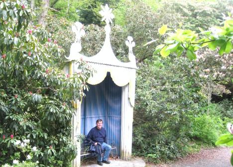 Clive in a garden folly, Portmeirion