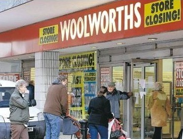 'Evening Leader' photo, Woolworth's closing in Wrexham, Wales