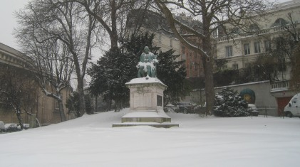 Ben Franklin, green with cold, Paris