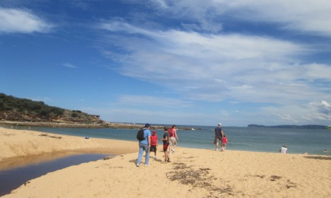 Family on Putty Beach, Bouddi National Park NSW