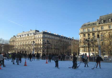 Skaters outside Hôtel de Ville, Paris