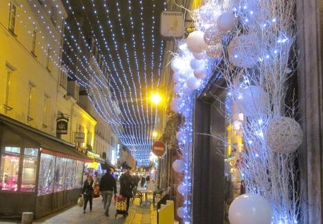 Evening shoppers & Christmas decorations, Paris