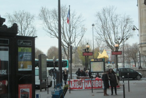 Tricolore at Place de l'Alma, taken from a bus
