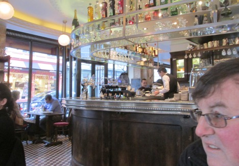 Afternoon café pause, Paris