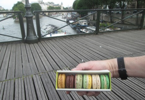 Macarons from Un Dimanche à Paris on the Pont des Arts