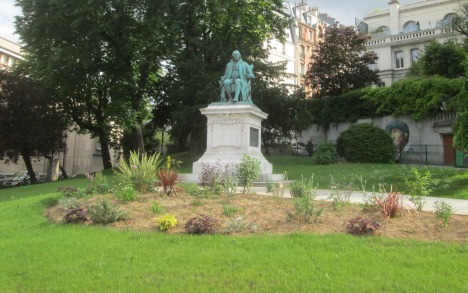 Statue of Ben Franklin at Trocadéro, Paris