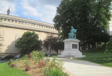 Ben Franklin in Paris, newly-landscaped May 2016
