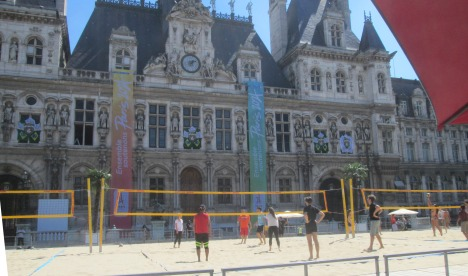 'Beach' volleyball in front of Hôtel de Ville, Paris